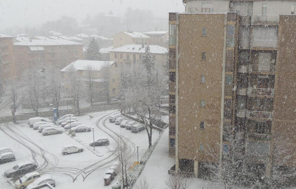 Abbondante nevicata in tutta la provincia ma (per ora) pochi disagi. Raro fenomeno del temporale di neve