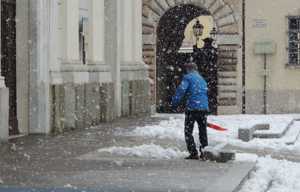 Le immagini di Tortona sotto la neve. Tanti interventi dei pompieri