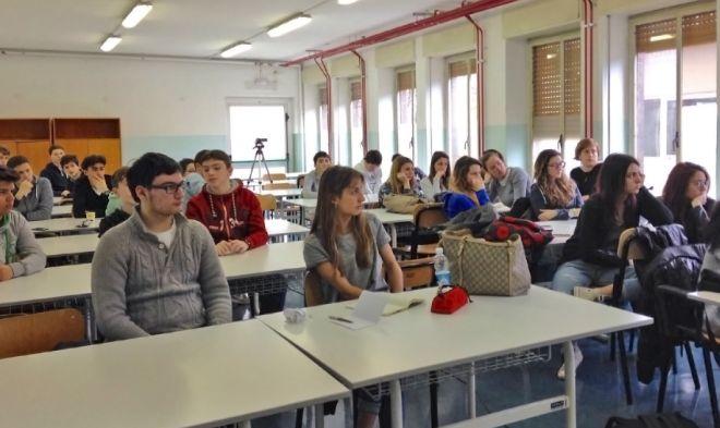 """Al """"Peano"""" si é svolto un incontro sulla trasformazione digitale che ha coinvolto tanti giovani della zona"""