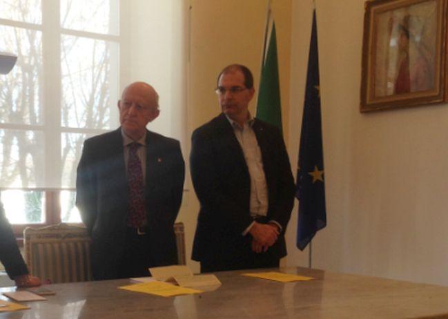 Tortona, il Rotary dà 6.500 euro al Comune per aiutare le famiglie meno abbienti