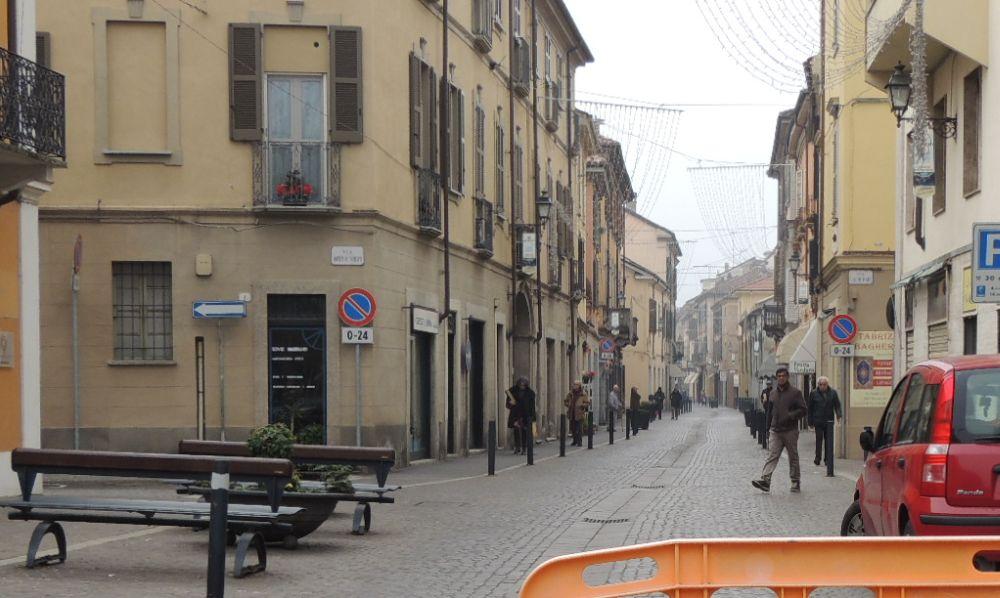 Tortona amplia l'isola pedonale in via Emilia fino a via Pellizza da Volpedo