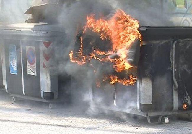 Berzano, quattro cassonetti a fuoco distrutti dalla sbadataggine
