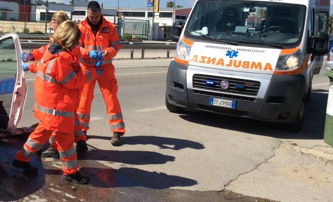 Sanremo, donna incita di tre mesi coinvolta in un incidente stradale e trasportata in ospedale