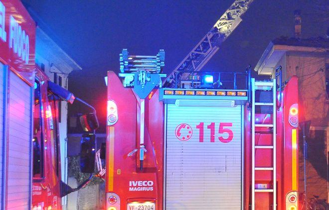 Paderna, doppio incendio in due abitazioni, intervengono i pompieri