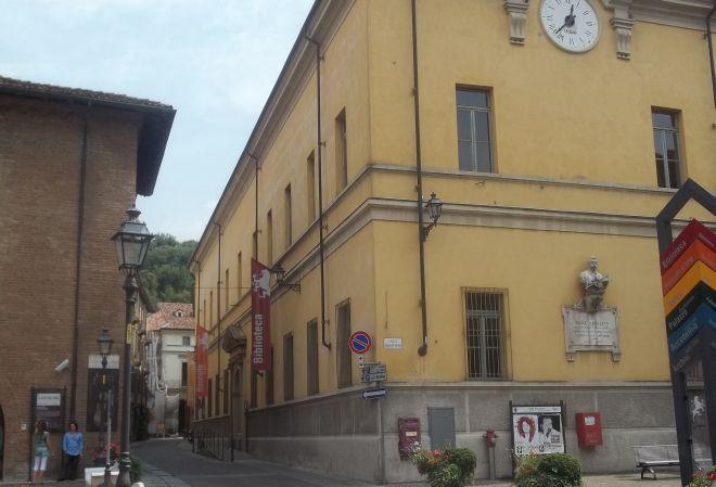 """Sabato in biblioteca a Tortona si presenta il libro """"Sante Pollastro e le storie del borgo"""""""