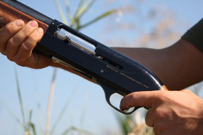 Rivalta Bormida, presta il fucile al figlio che non ha il porto d'armi, famiglia nei guai