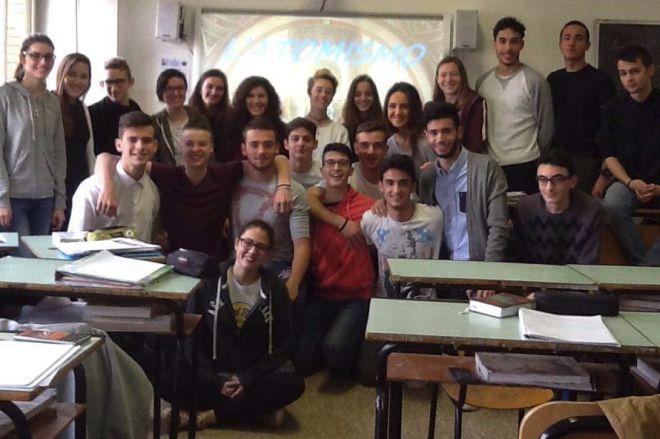 """I giovani del Liceo """"Giuseppe Peano"""" studiano l'atomo e danno delle risposte"""