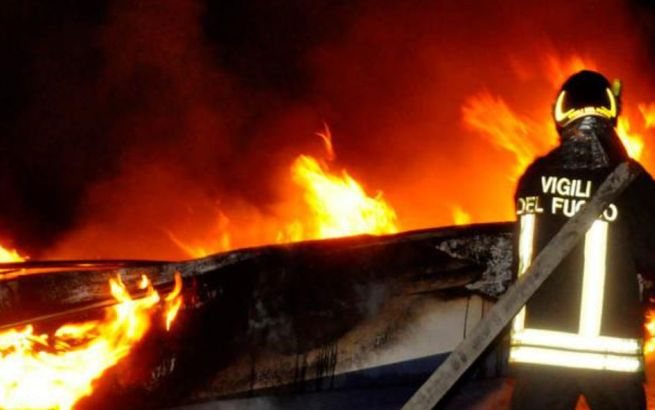 E' un ragazzino minorenne l'incendiario dei cassonetti a Pietramarazzi, denunciato dai Carabinieri