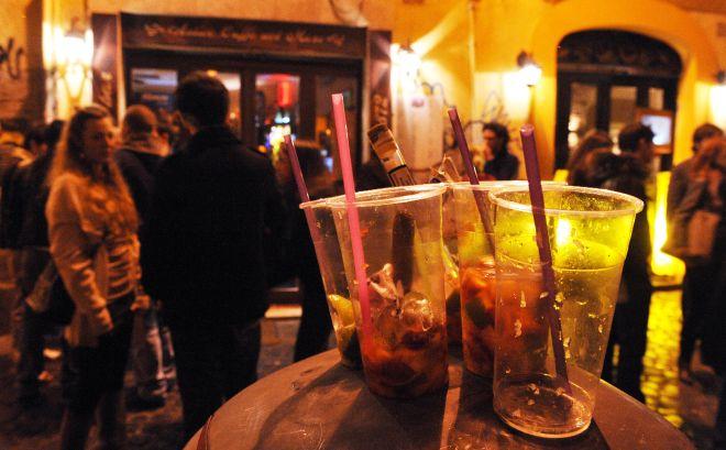 Valenza, vende bevande alcoliche dopo le tre di notte, multa al titolare di un locale