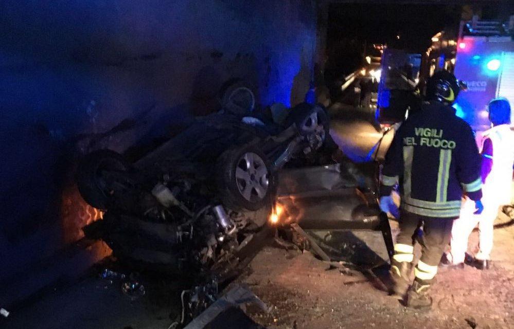 Giovane 18enne di Vignole muore fuori strada con l'auto. Le immagini