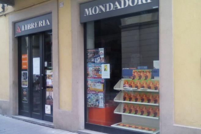 """Tortona, disponibile alla libreria Mondadori, sabato si presenta """"Le tre scelte della vita"""""""