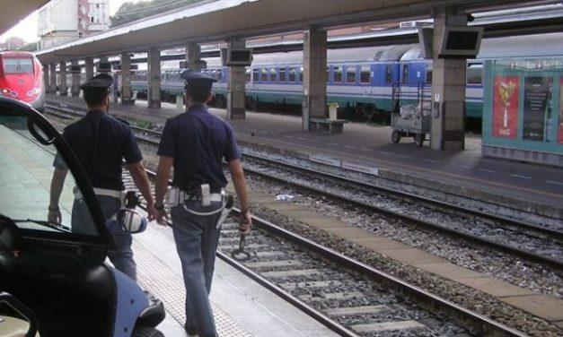 Due ragazzini di 12 anni gettano travi e sassi sui binari prima dell'arrivo del treno a Voghera, presi dalla Polfer