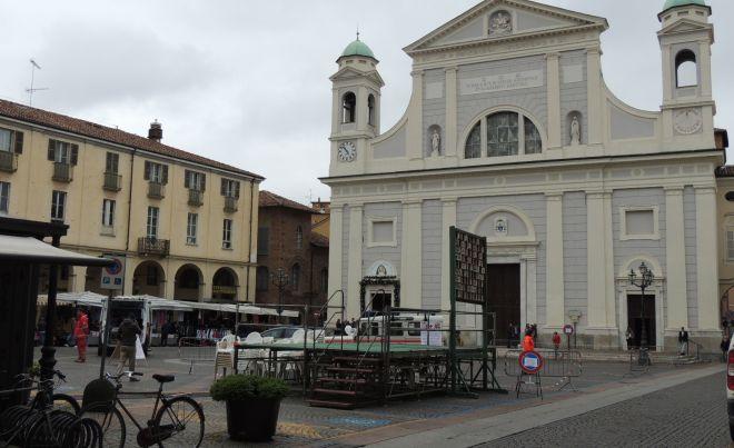 Santa Croce a Tortona è costata 8.400 euro, la metà per lo spettacolo di fuoco