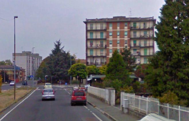 Tortona, bimba di tre anni rimane chiusa in casa in via Silla, salvata dai pompieri