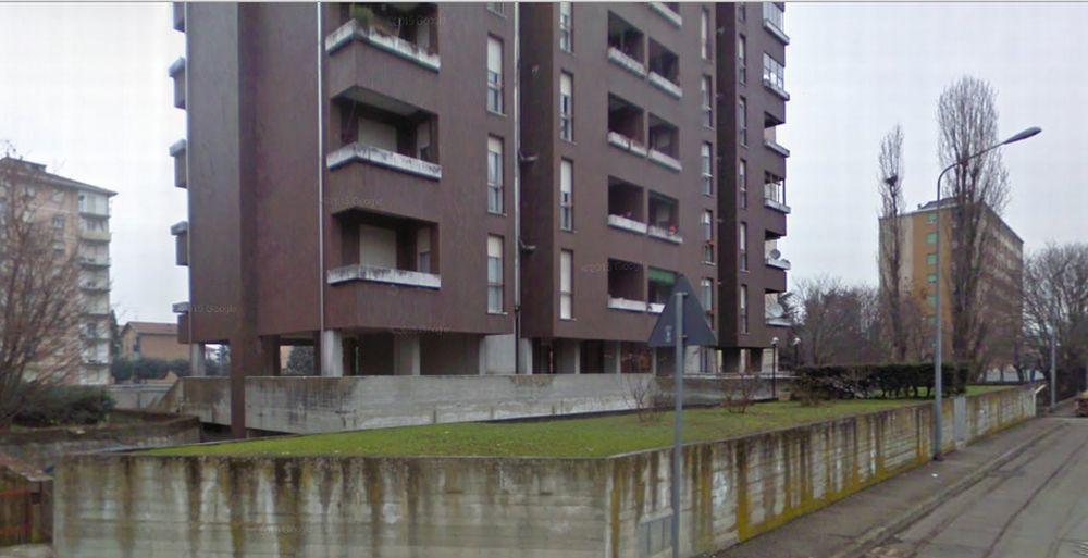 Paura a Tortona per una bambina rimasta chiusa in casa in via Matteotti