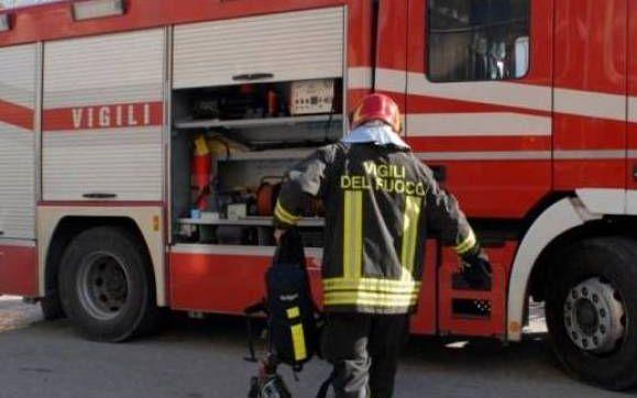 Due interventi dei pompieri di Tortona per fumo in un distributore di benzina e un'abitazione crollata