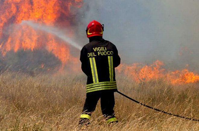 Grave incendio a Pietra Marazzi evacuate 8 abitazioni, ingenti i danni
