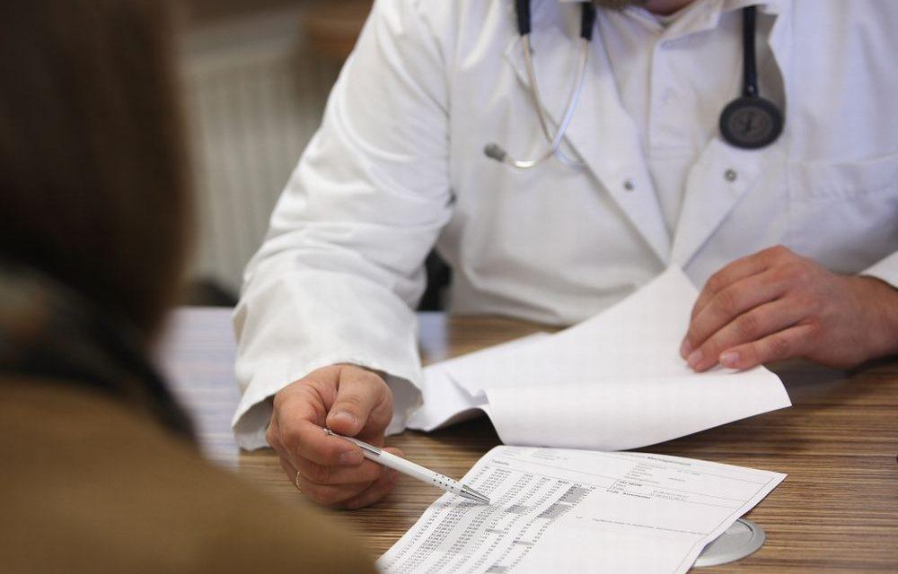 Novi Ligure. Pretende una visita dermatologica senza aver pagato il ticket e minaccia infermiere