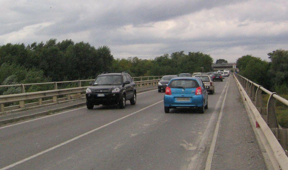 Incidente stradale sul ponte dello Scrivia a Tortona, code e traffico in tilt per oltre un'ora