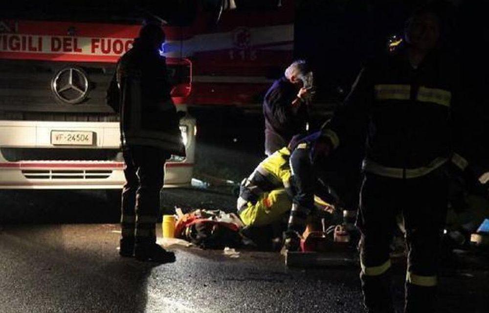 Tortona, auto guidata da una giovane ragazza si capotta in autostrada, intervengono Vigili del fuoco e 118