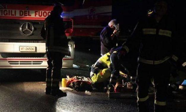 Schianto nella notte a Pontecurone, nell'incidente muoiono tre giovani, un quarto è grave. Forse erano ubriachi