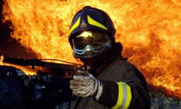 Notte di fuoco per i pompieri di Tortona e Novi, ancora al lavoro per due incendi in diverse abitazioni
