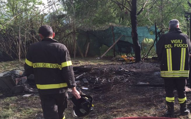 Isola sant'Antonio, brucia una baracca sul Po