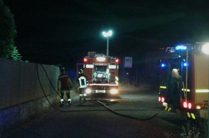 I vigili del Fuoco mentre spengono l'incendio