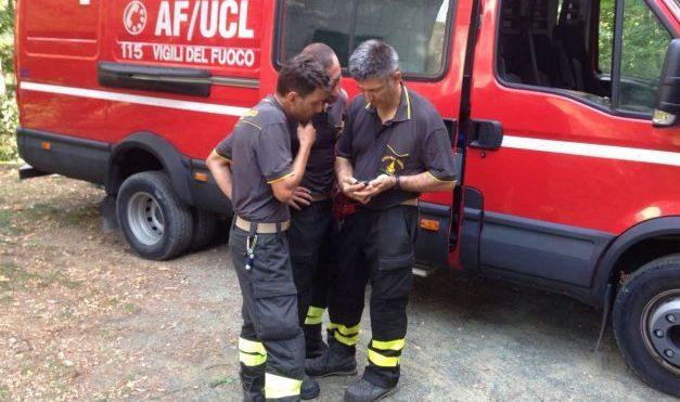 I pompieri di Acqui salvano un giovane che si arrampica su un pino