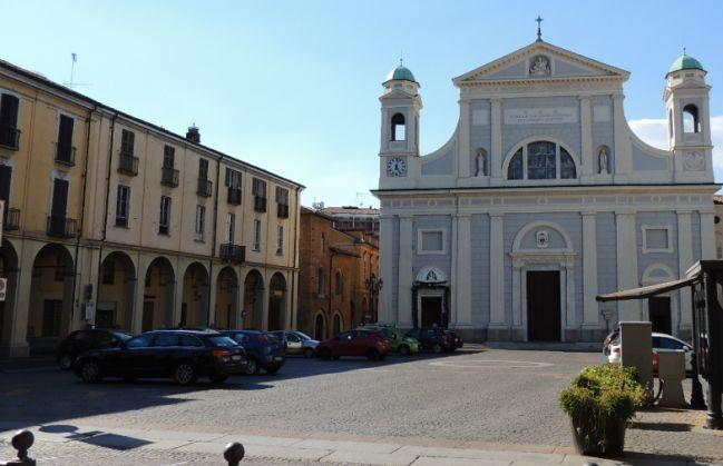 Assembramenti in Duomo a Tortona, intervengono i Carabinieri e disperdono gli autori