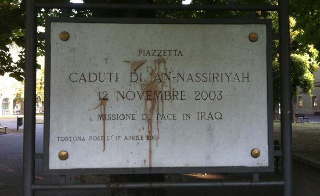 Imbrattata la lapide che ricorda gli italiani caduti a Nassirya