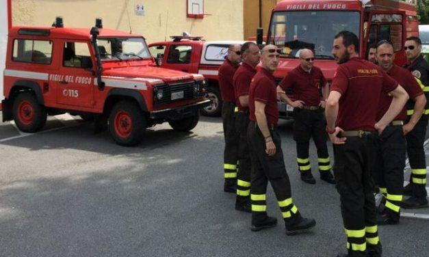 Incredibile azione dei pompieri di Tortona che salvano un gattino da morte certa