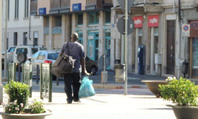 vu comprà marocchino abusivo venditore