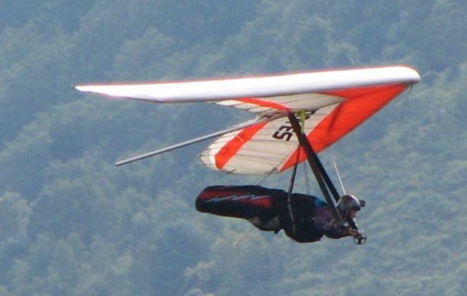 Quarantenne precipita col deltaplano a Brignano Frascata e si salva miracolosamente
