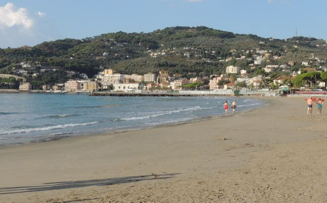 La spiaggia centrale di Diano Marina dove si svolgerà il windfestival