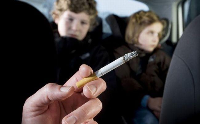 Fuma in auto con a bordo il figlio minorenne, multato dalla Polizia stradale di Ovada