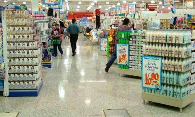 Banda di giovani alessandrini e nordafricani saccheggiano un supermercato ad Alessandria