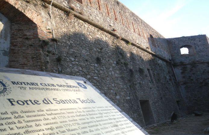 """Sanremo, il Forte di Santa Tecla e la mostra di tessuti per le """"Giornate del Patrimonio"""""""