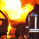 A Casale Monferrato nella notte bruciano due auto parcheggiate, forse si teme un atto vandalico