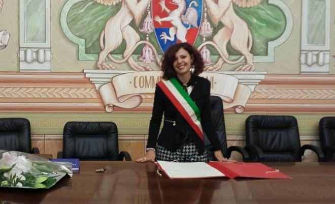 Coppia svizzera sceglie di sposarsi a Diano Marina, emozionata l'assessore Brunazzi che celebra il suo primo matrimonio