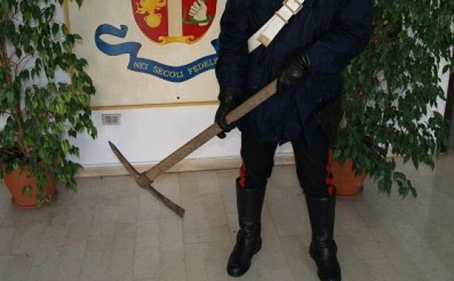 A Bordighera un abitante affronta un ladro armato di piccone, a Sanremo invece problemi per un ubriaco al bar