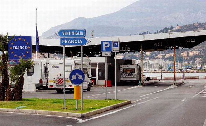 Favoreggiamento dell'immigrazione clandestina, due tunisini arrestati dai carabinieri di Ventimiglia
