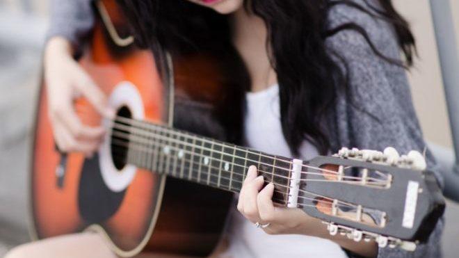 Denunciato dai Carabinieri di Acqui Terme per furto di una chitarra ed estorsione