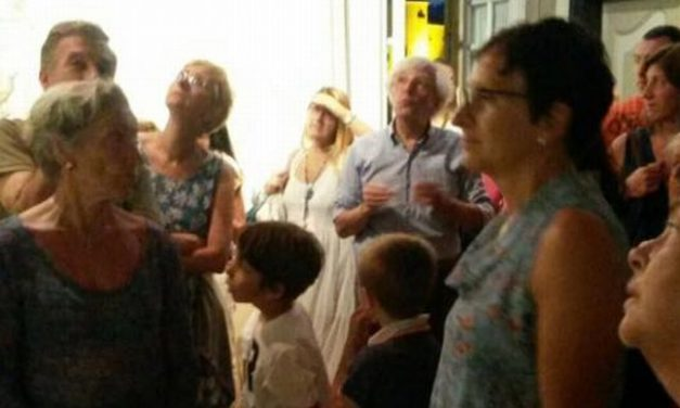 Turisti francesi a Cervo, Diego Eléna suggerisce loro i punti più interessanti da visitare