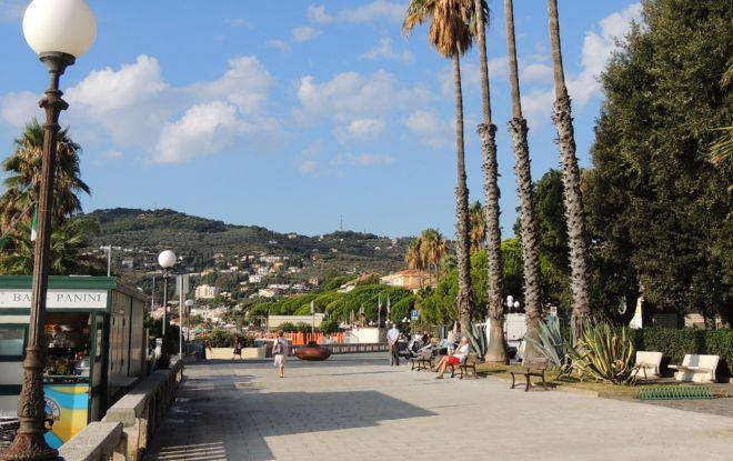Diano Marina, interventi di manutenzione alla passeggiata sul mare e al Ponte delle oche