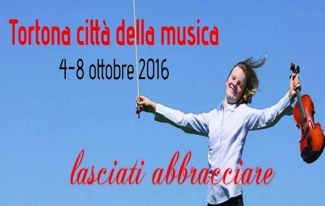 Invasioni musicali a Tortona con musica e sapori grazie alla Fondazione e a Don Paolo Padrini