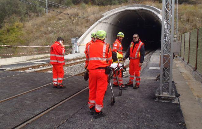 A Cervo provata la nuova galleria ferroviaria con un'esercitazione della Protezione Civile. Le immagini