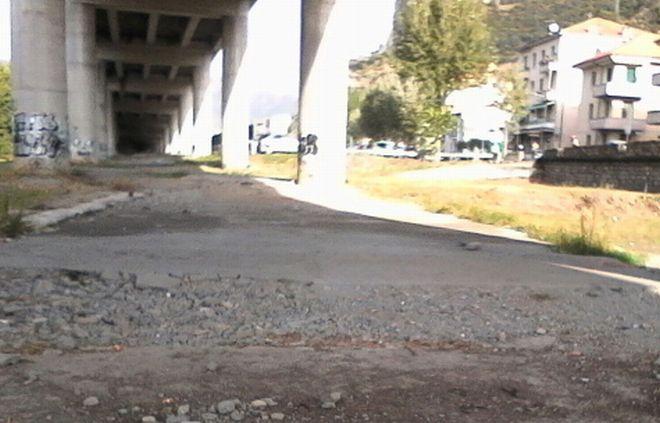 Controllo e pulizia del territorio: bonificata la zona sotto al cavalcavia a Ventimiglia