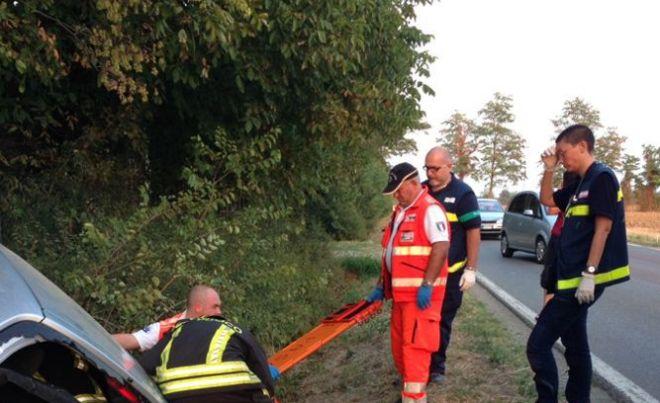 Pensionata di 70 anni muore fuori strada con l'auto alla periferia di Tortona