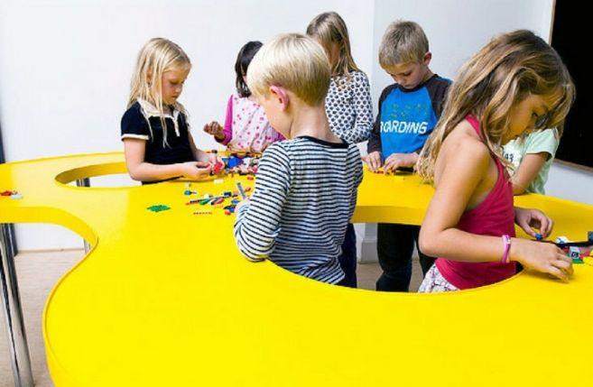 Nelle scuole dianesi un'ora alla settimana si potrebbe insegnare l'empatia per avere adulti più felici